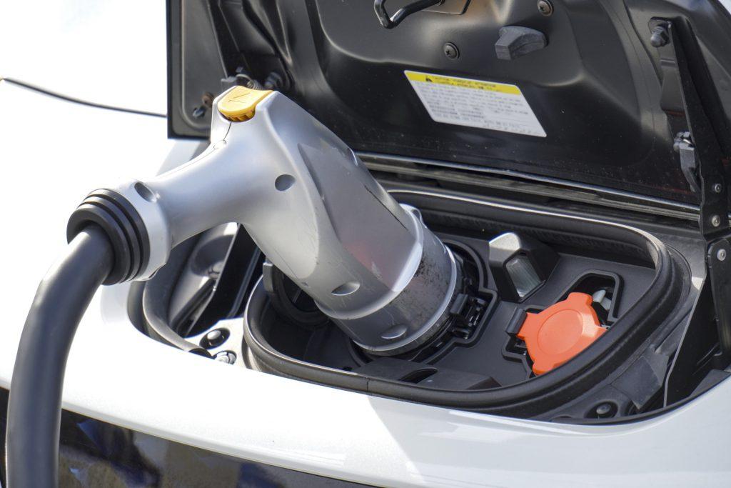 充電中の車
